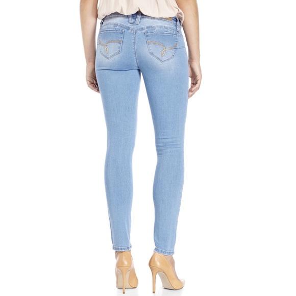 YMI Wanna Betta Butt Light Wash Distressed Skinny Jeans